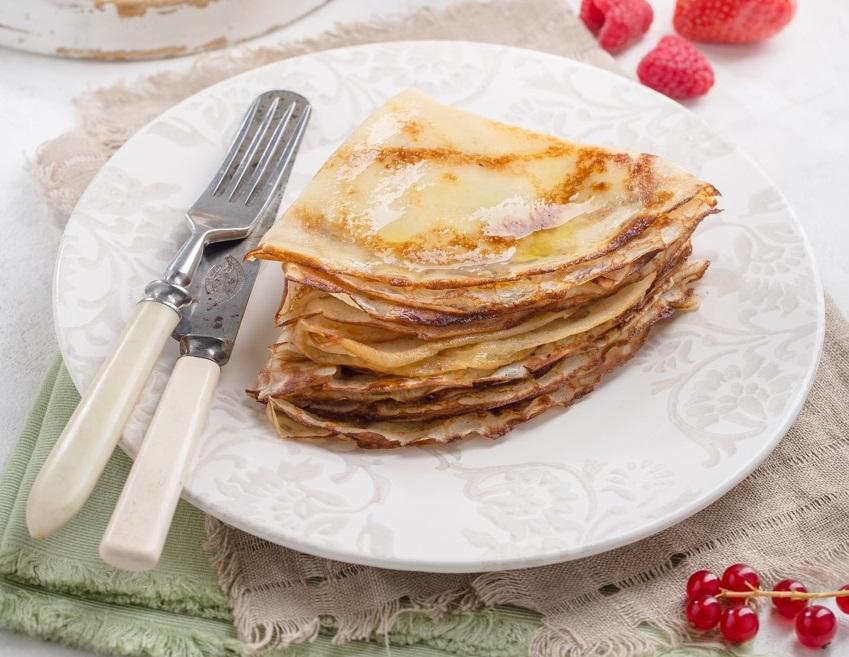 Блины на молоке с кармелизированной тыквой и яблоком под малиновым соусом 81