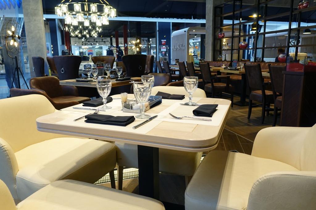 Ресторан Мясо & Рыба. Москва 22-й км Киевского ш., БП «Румянцево», 1 этаж